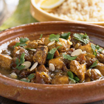 Aromatic chicken with almonds