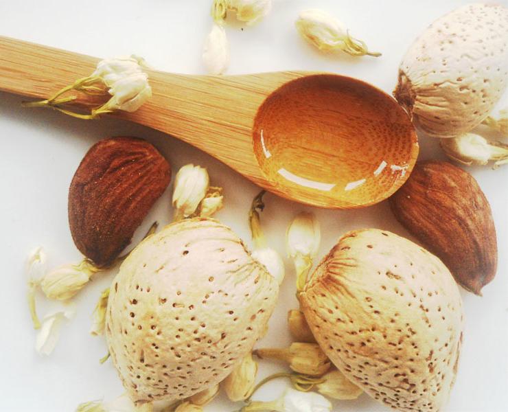 Almond-oil-mantel