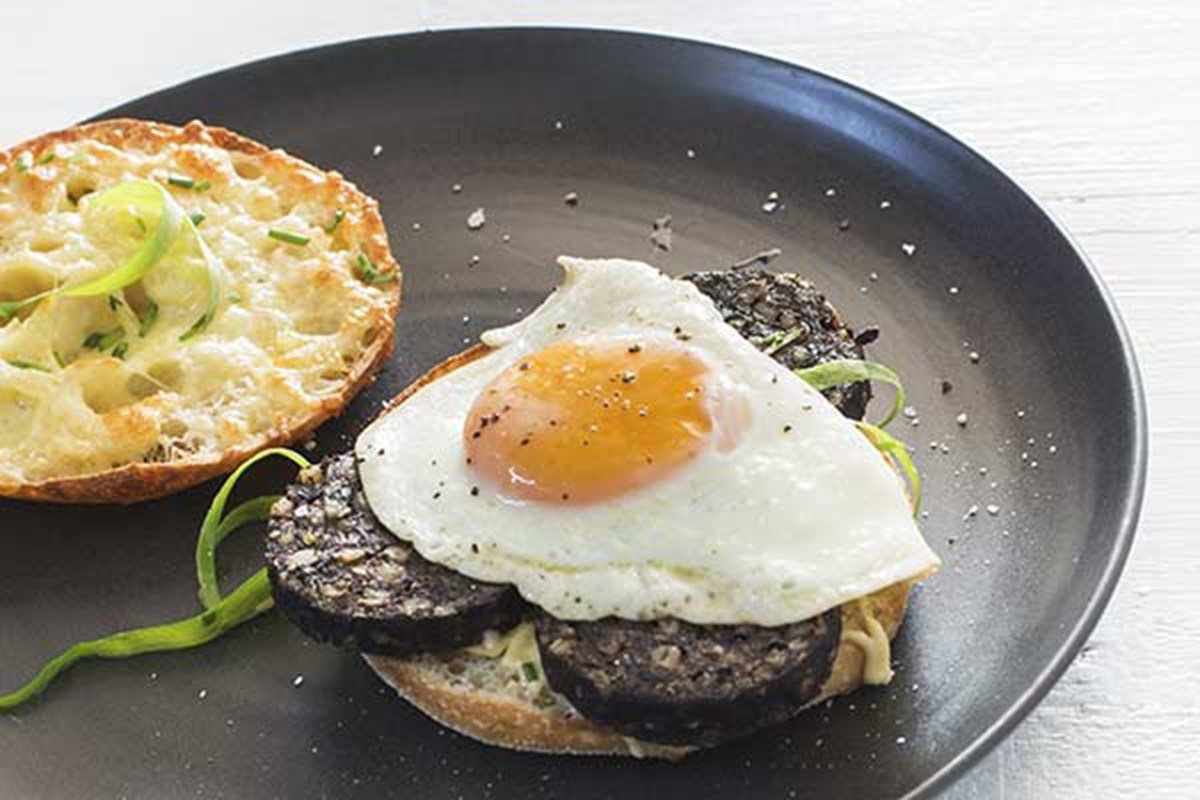 Black-pudding-and-fried-egg-sandwich
