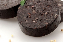 Close-view-of-Black-pudding-slice