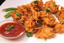 Pakoda-with-catsup