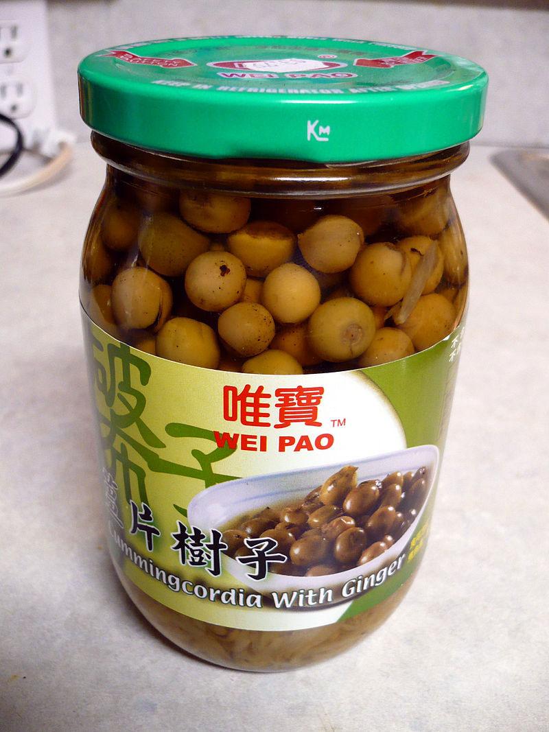 Jar-of-Taiwanese-Cordia-dichotoma-fruits-with-ginger