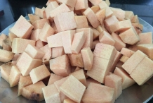 Cut-and-cubed-pieces-of-the-tuber-of-Elephant-Yam