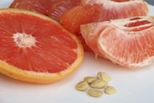 Sliced-Grapefruit-&-seeds