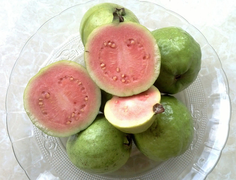 Guava-fruit-cut