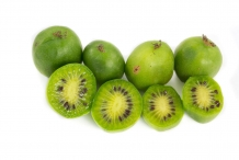 Kiwi-berry-fruit-cut