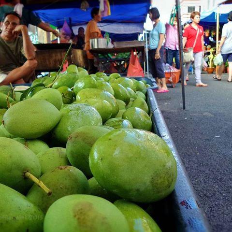 Kwini-Mangoes-sold-in-market