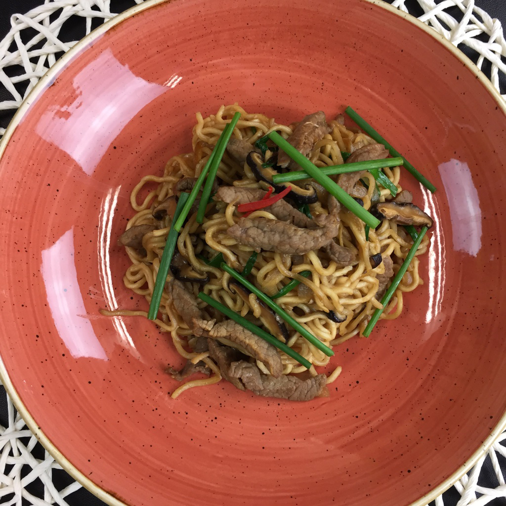 Stir-fry-beef-with-instant-noodles