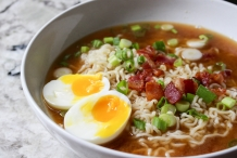 Instant-noodles-with-bacon-and-soft-boiled-eggs