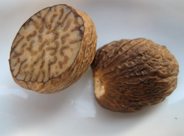 Half-cut-Nutmeg-seeds