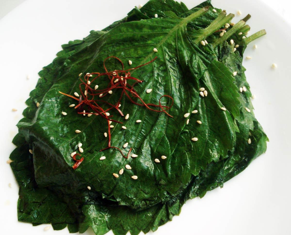 Perilla leaf pickles