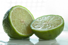Half-cut-Persian-Lime-fruit