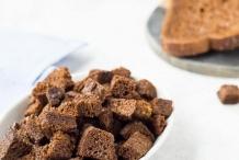 Pumpernickel-bread-croutons