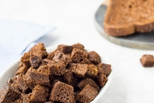 Pumpernickel-bread-croutons