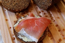 Pumpernickel-with-ham
