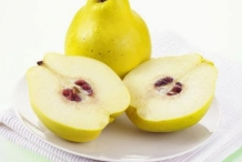 Quince-fruit-cut