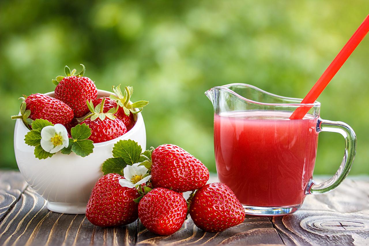 Strawberries juice