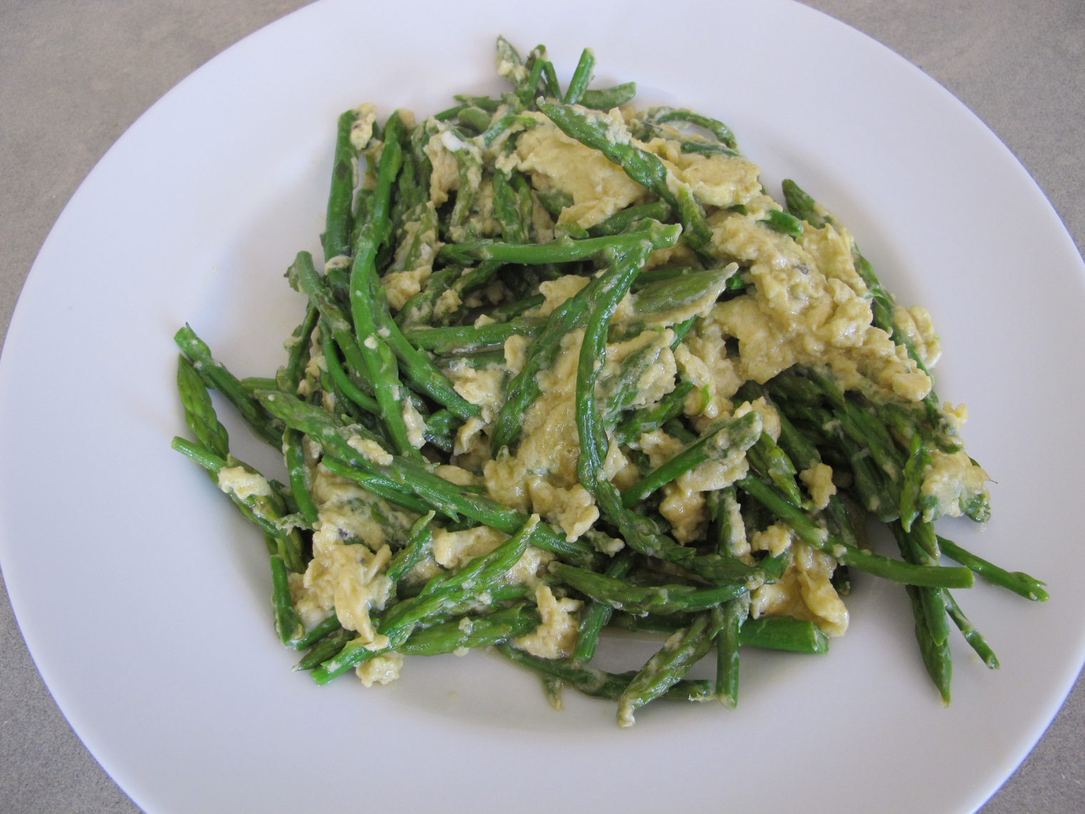 Wild-asparagus-and-scrambled-eggs