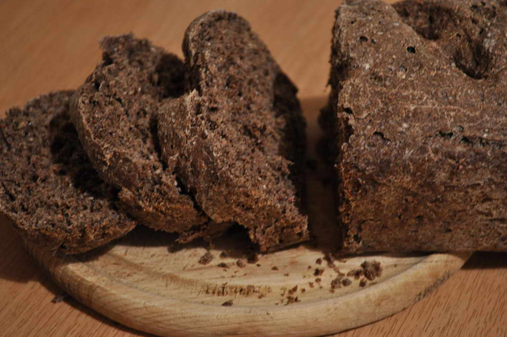 Yellow-dock-seeds-flour-bread