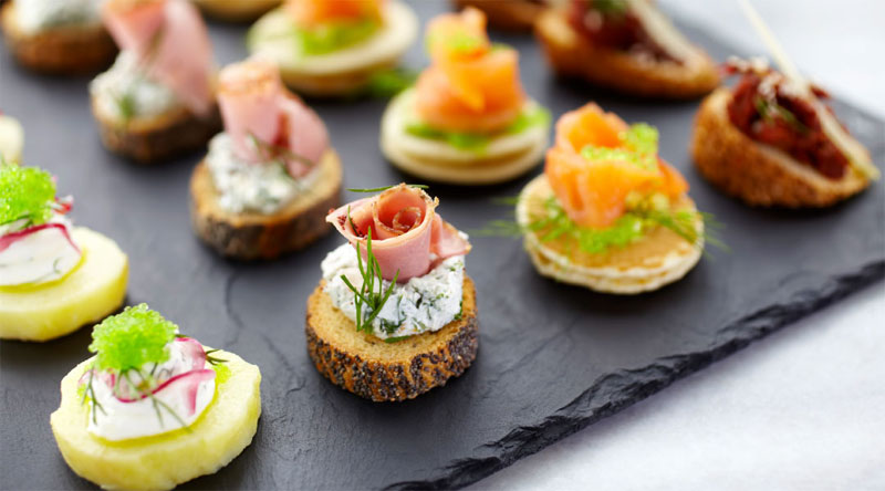 what does hors d oeuvres mean in english